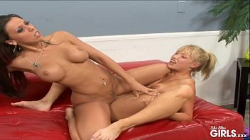 Dwie lesbijki chcą się trochę lepiej poznać